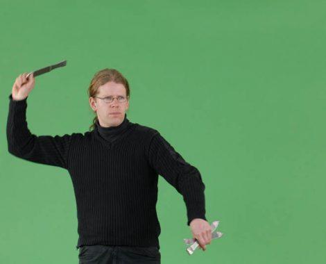 T-Systems: ICC, Messerwerfer, Der Messerwerfer frontal vor Grün.
